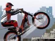 motociclete pe teren cu obstacole